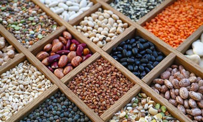 Крупы (овсяная, гречневая, пшеничная, бобовые) и макаронные изделия - источник углеводов и микроэлементов, полезных для железы