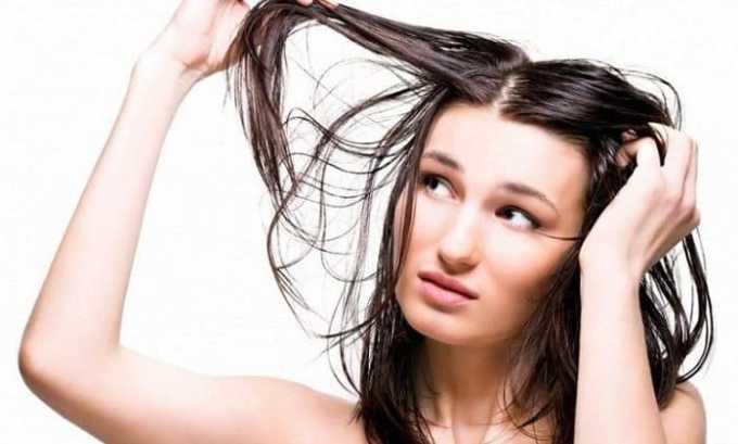 Микседема приводит к развитию у больного алопеции. Ухудшается состояние волос