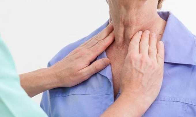 У человека становятся видны увеличенные шейные лимфоузлы