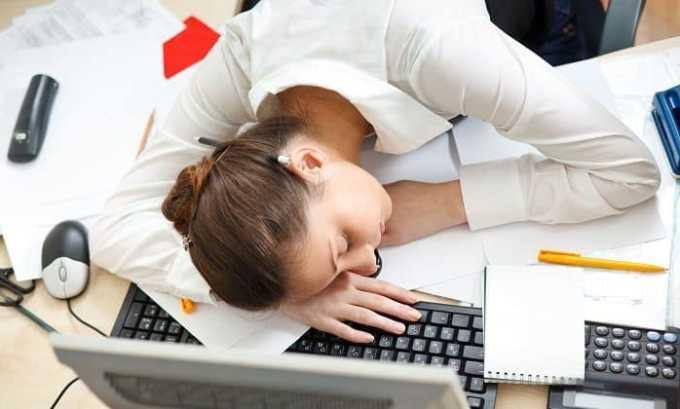 У людей старше 20 лет при развитии недуга наблюдается хроническая усталость
