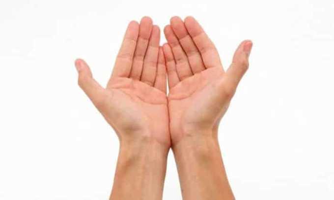 У больного, который страдает от гиперплазии щитовидной железы, может появиться тремор (дрожание) рук