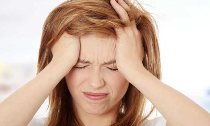 У человека появляются боли в шейной области, которые отдают в уши и виски