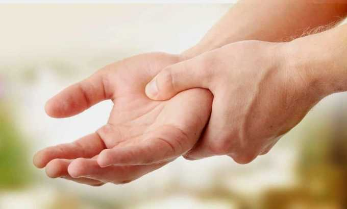При повышении содержания АТ может появиться тремор (дрожание) рук