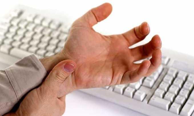 Говорить о проблемах в состоянии щитовидной железы может тремор рук