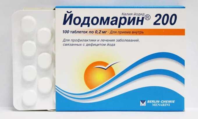 На начальных этапах развития заболевания назначается заместительная гормональная терапия, подбираются йодсодержащие препараты, например, Йодомарин