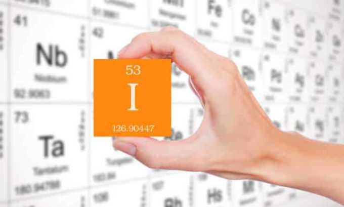 Поступление большого количества йода с продуктами питания оказывает стимулирующее влияние на клетки эндотелия щитовидной железы, отвечающих за выработку тиреоидных гормонов