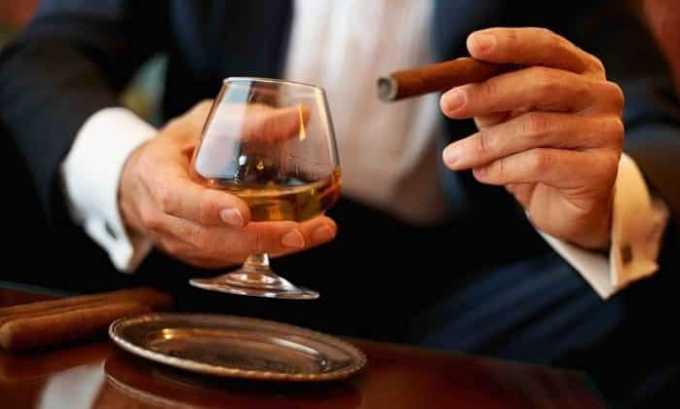 За сутки до исследования человек должен исключить прием алкоголя, не курить