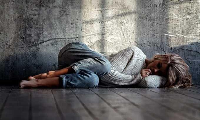 На фоне нервных расстройств у больного может появиться апатия и сонливость