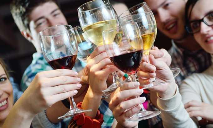 За сутки перед анализом запрещается употреблять алкогольные напитки