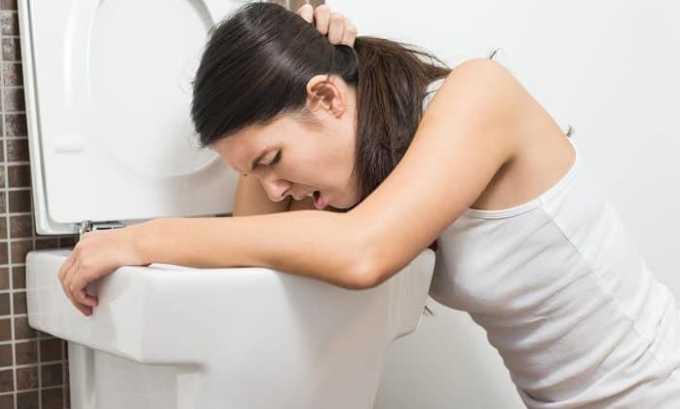 Болезнь влияет на пищеварительную систему человека. Может появиться тошнота