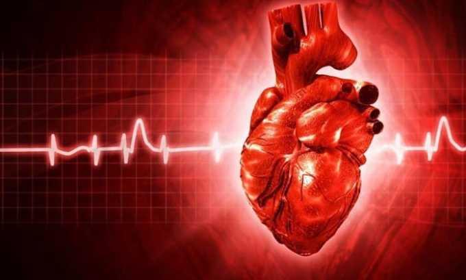 При длительном течении заболевания появляются проблемы с сердцем и сосудами — миокардиодистрофия и аритмия