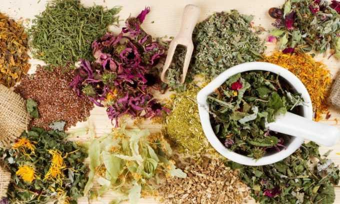 В лечении заболеваний щитовидной железы используются средства, приготовленные из лекарственных трав. Это различные отвары, настои, компрессы
