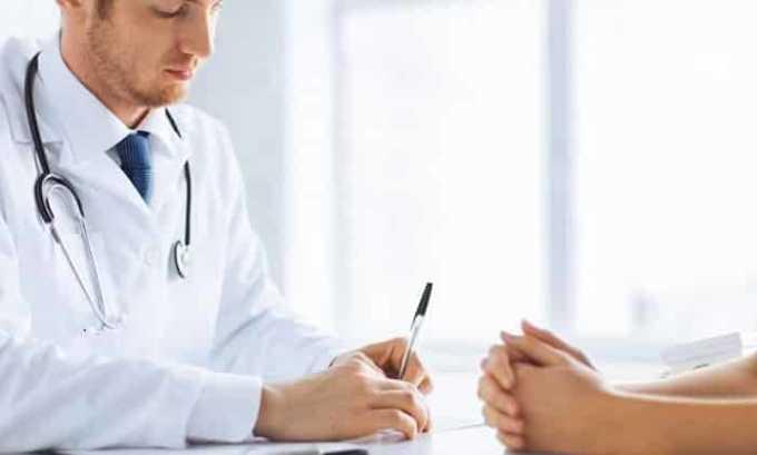 При возникновении неприятных ощущений в горле следует своевременно обращаться к врачу