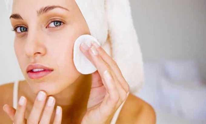 Пациенты, предпочитающие носить украшения из янтаря, замечают очищение и омоложение кожи