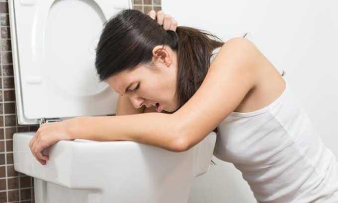 Однако есть побочные эффекты от лечения йодом. Больной может страдать от тошноты