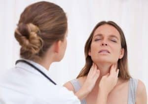 Симптомы и причины рака щитовидки у женщин