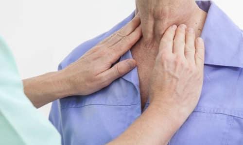 Причиной изменения объема щитовидки чаще всего считаются узловой зоб, киста, гипертиреоз, гипотиреоз, диффузно-токсический зоб, опухоли