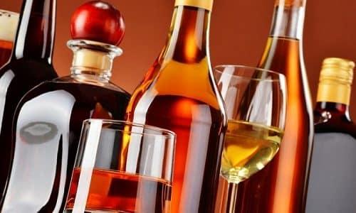Алкогольные напитки должны быть полностью исключены из рациона больного гипотиреозом
