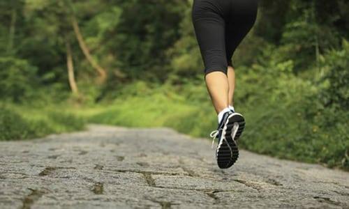Чтобы снизить вероятность появления проблем с щитовидной железой, необходимо вести активный образ жизни, больше бывать на природе