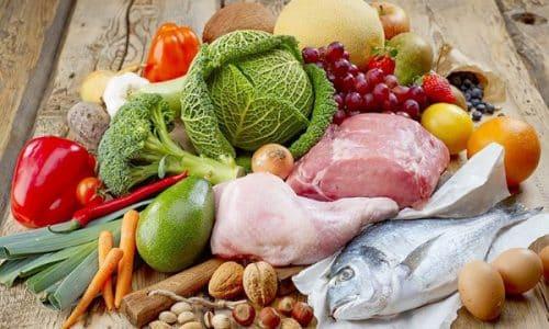 Употребление углеводов и жиров уменьшается, при этом повышается содержание белков и витаминов