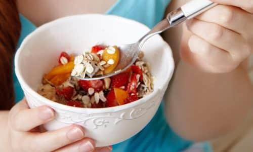 При подостром тиреоидите нельзя ограничивать калорийность рациона. Снижение до 1200 ккал может вызвать обострение воспаления и ухудшение состояния больного