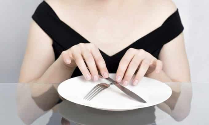 Для более точных результатов анализ на определение гормона нужно сдавать натощак. Последний прием пищи должен быть не позднее, чем за 8 часов до времени сдачи крови