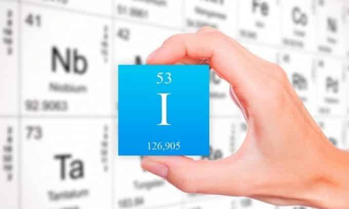 Столь серьезный недуг развивается из-за перенасыщения организма продуктами с высоким содержанием йода