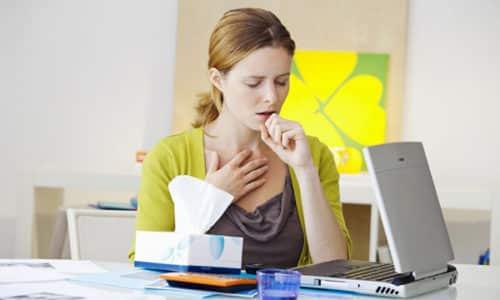 Кашель при щитовидке может свидетельствовать о различных заболеваниях этого органа: диффузном и узловом зобе, доброкачественных новообразованиях и даже раке
