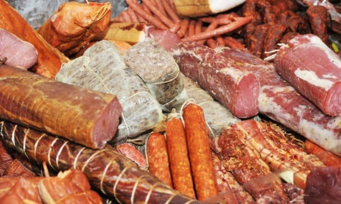 Копченные продукты не рекомендуется употреблять при аутоиммунном тиреоидите