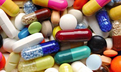 Консервативная терапия проводится при наличии небольших узлов, применяются гормональные препараты и лекарства, содержащие йод
