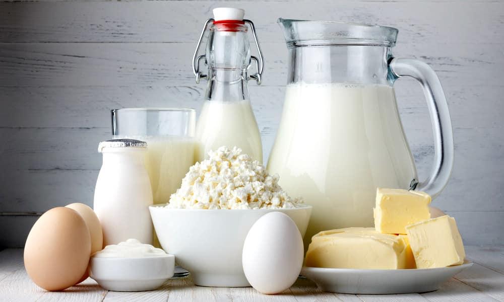 Чтобы организм получал достаточное количество кальция в рационе питания больного должны присутствовать кисломолочные изделия и яйца