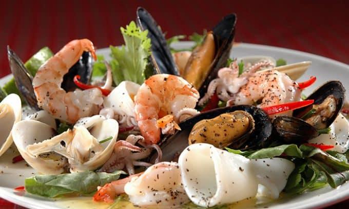 Морепродукты (морская капуста, крабы, кальмары, моллюски и т.д.) - полноценный белок и большое количество йода, необходимого железе и организму