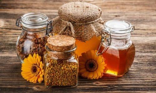 После консультации с врачом пациент может применить народные средства для устранения симптоматики болезни: женьшень, смесь из меда, грецких орехов, различных лечебных трав