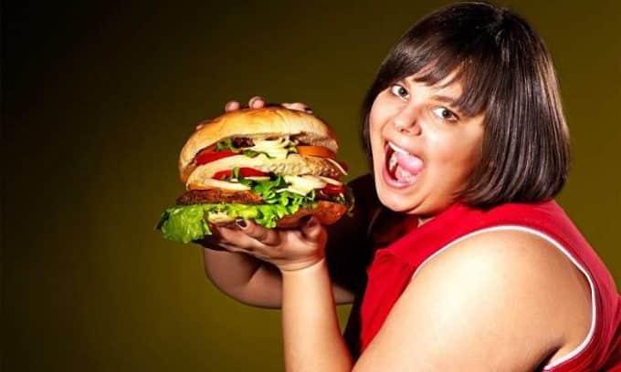 Неправильное питание также провоцирует появление заболеваний щитовидки