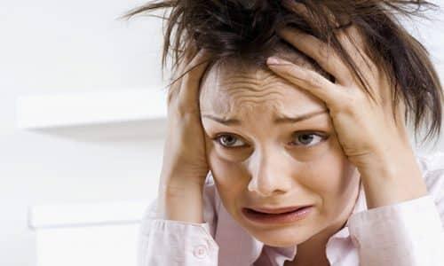 Женщины отмечают плохое настроение, повышенную раздражительность, нервозность, плаксивость, ухудшение сна, развитие бессонницы