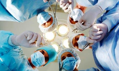 Операции на зобе относятся к категории сложных, так как в этом органе находится много кровеносных сосудов