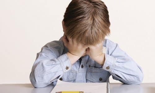 Ребенок не способен усваивать информацию, ему сложно концентрироваться на выполнении задач