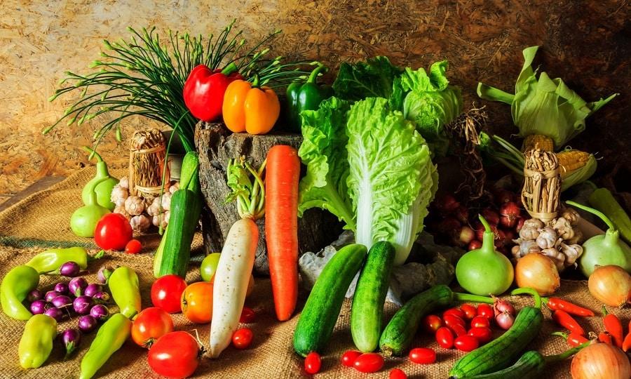 Полезными при аутоиммунном тиреоидите будут различные овощи, они обеспечат организм необходимыми ему витаминами, макроэлементами и клетчаткой