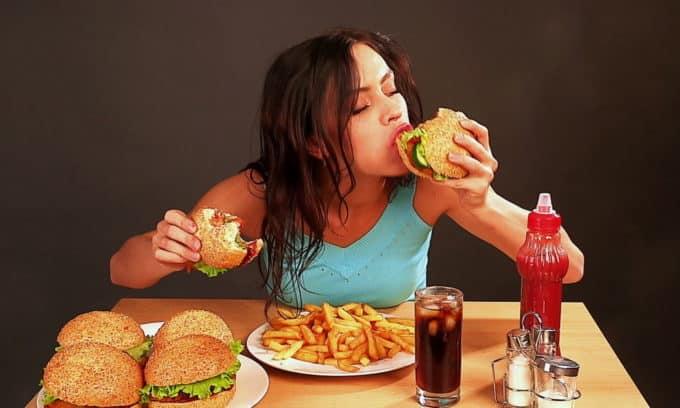 За 2 дней до сдачи анализов нельзя есть острую, жирную пищу