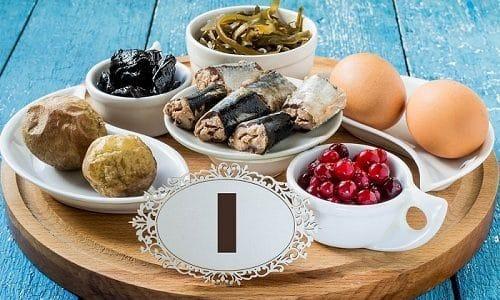 При гиперплазии щитовидки полезны продукты, богатые йодом. Это может быть морская рыба, морепродукты, шпинат