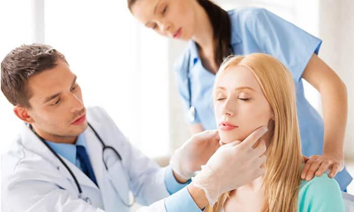 Пальпация позволяет оценить размеры и структуру органа, наличие болезненности