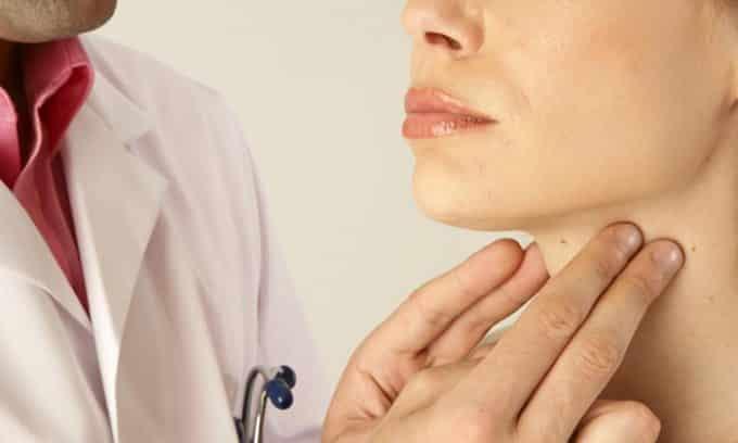 К методам первичной диагностики многоузлового зоба относится пальпация щитовидной железы