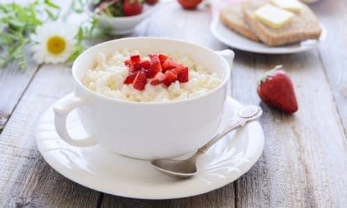 Меню безйодовой диеты на один день составляют так, чтобы еда была полноценной. Например, утром готовят рисовую кашу
