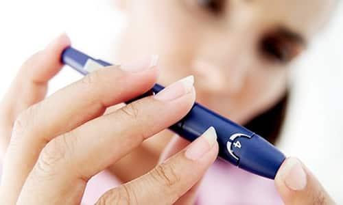 Специалист регулирует работу гормонов и занимается решением проблем, связанных с появлением несахарного диабета, возникающего из-за нарушений функций гипофиза, и сахарного диабета, связанного с нехваткой инсулина в организме