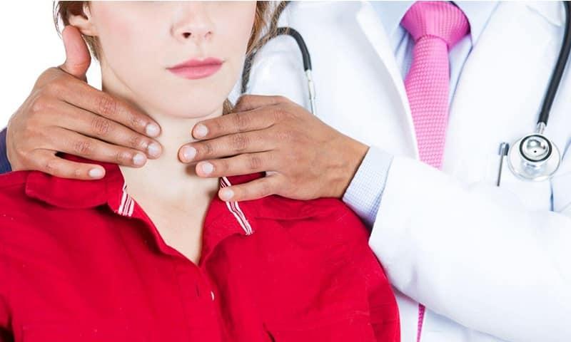 Таблетки от заболеваний щитовидки может назначить только врач, поскольку при этом нужно учесть степень нарушения функционирования эндокринной железы