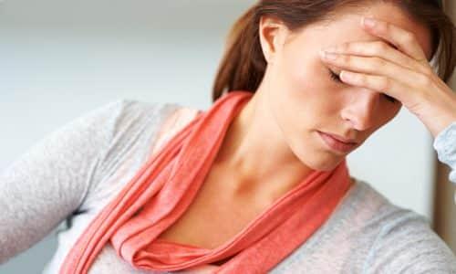 При недостаточной выработке гормонов щитовидной железы происходит замедление обменных процессов в организме женщины