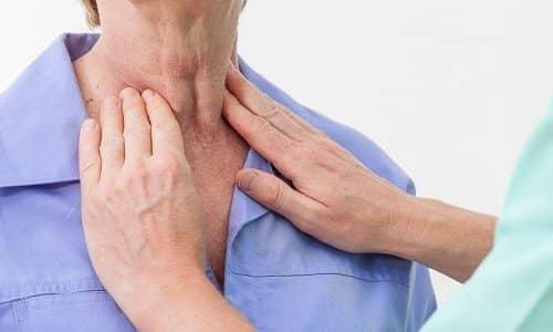Следует отметить, что в пожилом возрасте заболевания имеют более выраженные симптомы. Узлы на щитовидке развиваются быстрее