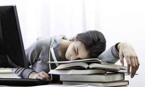 Диагностировать эутиреоз крайне сложно. Многие люди не обращают внимания на повышенную нервозность или быструю утомляемость, которые служат первыми симптомами низкого уровня тиреотропного гормона