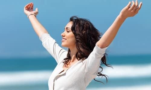 Человек с частично или полностью отсутствующей щитовидной железой может прожить столь же долго, как и тот, кто не подвергался подобной операции